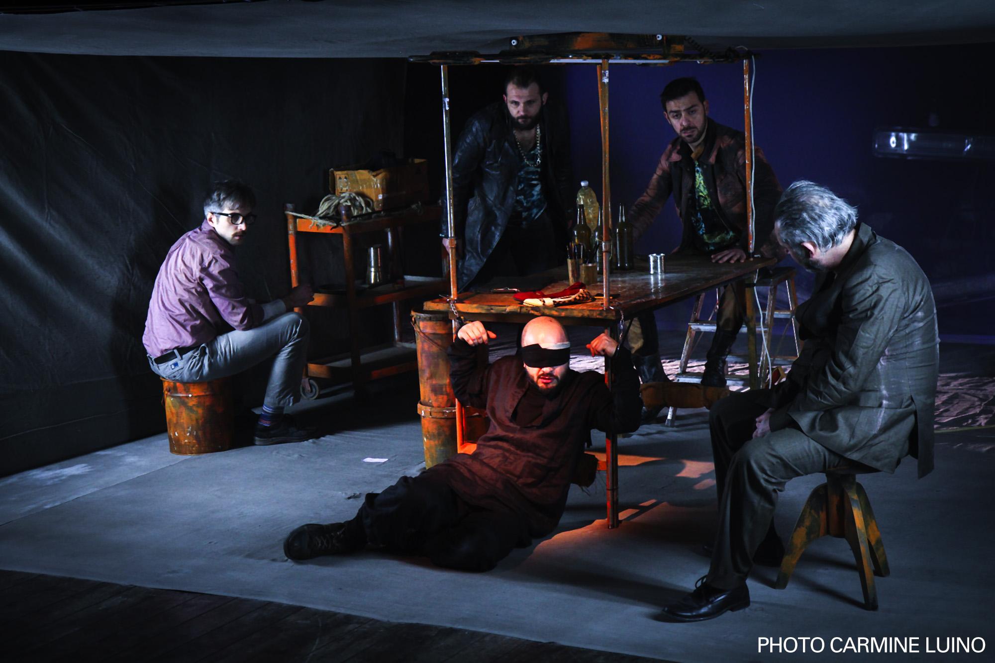 Il teatro di cronaca: Love Bombing