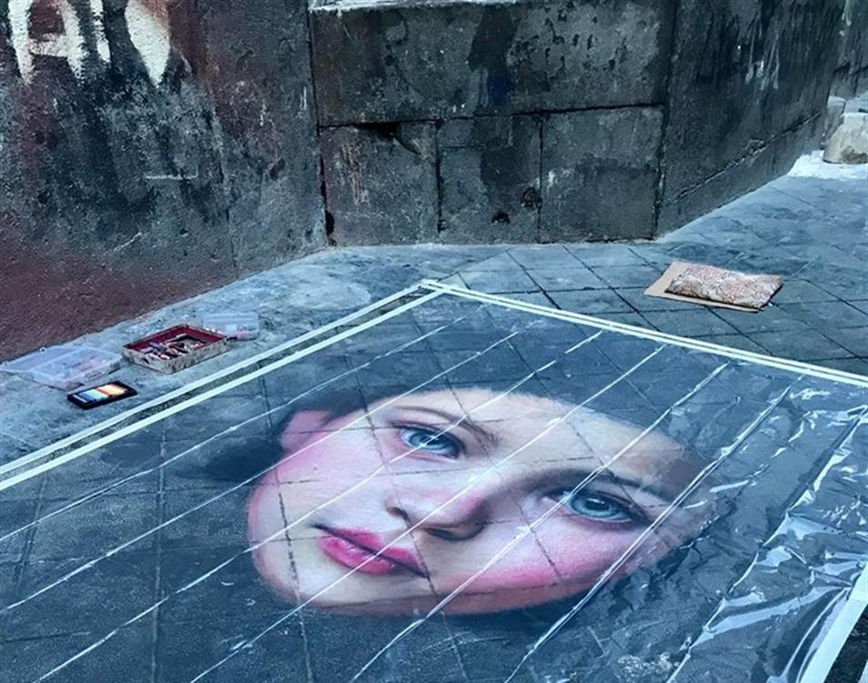 La forza dell'arte spazza via i rifiuti Un graffito stradale per impedire il deposito delle masserizie
