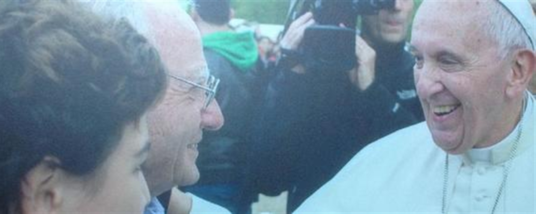 La storia di Dino Impagliazzo, l'88enne che ha commosso il Papa Ogni giorno dà da mangiare a 250 migranti e senzatteto