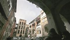 Ex fortino del clan Gionta, scattano i sigilli su due immobili al centro di una contesa