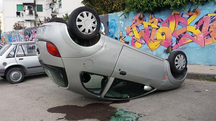 """A Napoli, la """"moda"""" del Car flipping"""