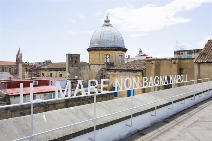 Per_formare#4_il_mare_non_bagna_napoli