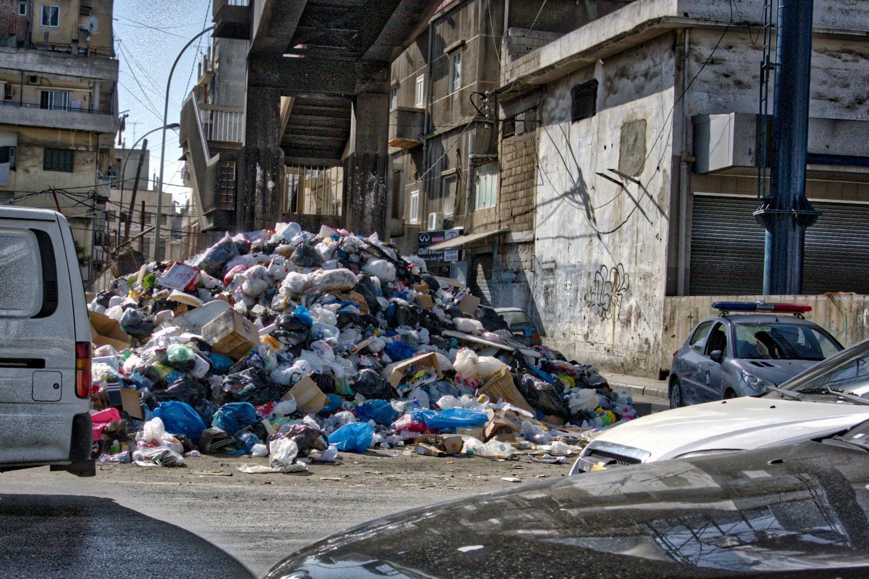 Libano sommerso dall'immondizia
