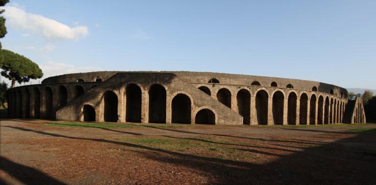 Pompei, il parco archeologico apre le porte al progetto artistico 'Genius Loci' I due artisti Stefano Forgione e Giuseppe Rossi hanno presentatola performance artistica all'interno dell'Anfiteatro