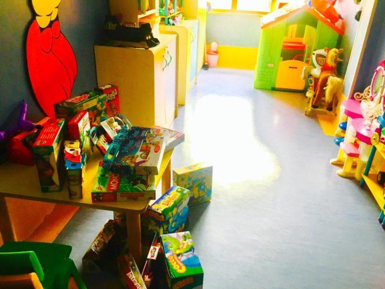 """Natale solidale, arriva """"Ti regalo una storia"""" per i bambini del Santobono"""