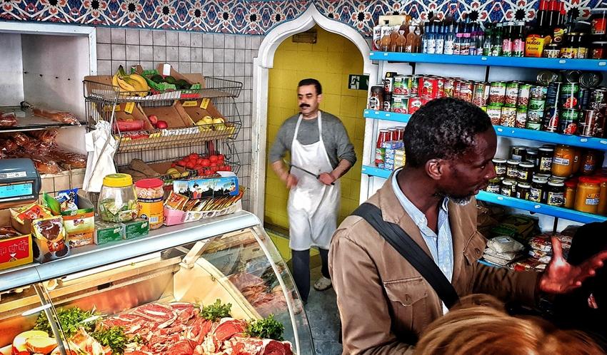 Il racconto collettivo della città L'iniziativa è promossa da Casba Cooperativa Sociale nell'ambito di Migrantour Napoli