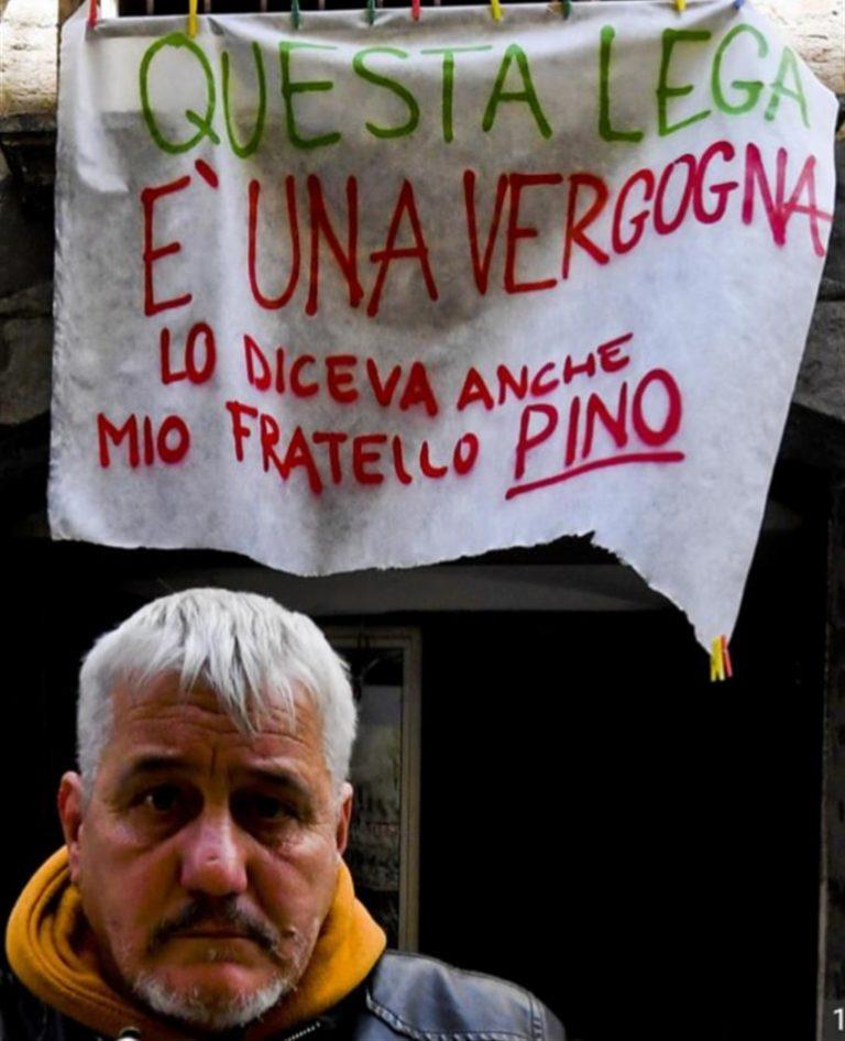 """""""Questa Lega è una vergogna"""" Lo striscione contro Salvini del fratello di Pino Daniele"""