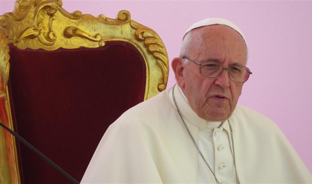"""L'anatema di Papa Francesco: """"I migranti, i profughi sono nostri fratelli. I cattolici sono con chi salva le vite"""""""