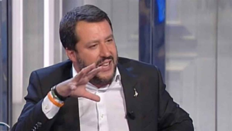 """Salvini risponde a muso duro a Conte: """"Il suo discorso mi interessa meno di zero"""""""