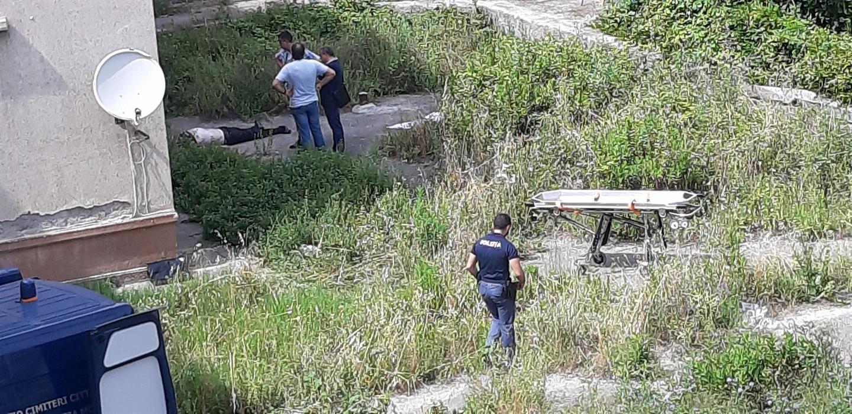 Tragedia a Fuorigrotta: Si lancia nel vuoto