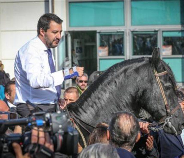 È tornato il Capitano. Salvini mattatore, Conte e Di Maio fanno marcia indietro