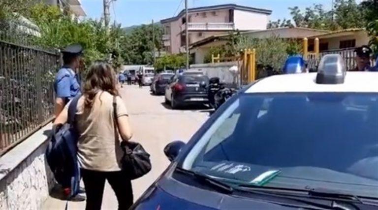 Giovane marocchina viene insultata sul bus, difesa dagli altri passeggeri che fanno arrestare l'aggressore