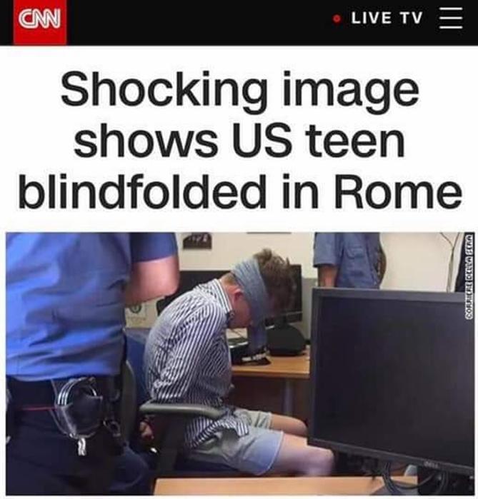 """Rimbalza sui principali siti e tv Usa l'immagine dell'americano bendato e ammanettato in caserma. Ma Salvini attacca: """"Galera a vita. Lavorando"""""""