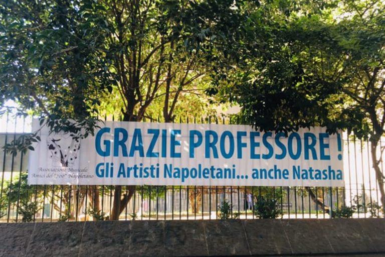 """L'addio a Luciano De Crescenzo: """"Grazie Professore anche da Natasha"""""""