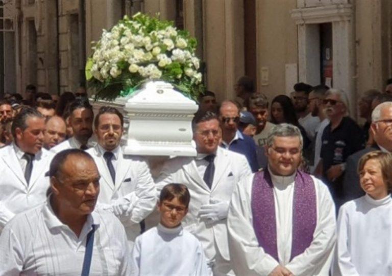Il ministro Salvini, troppo occupato per andare al funerale di Alessio, uno dei due bambini falciati dal suv e morti. Sud abbandonato dallo Stato