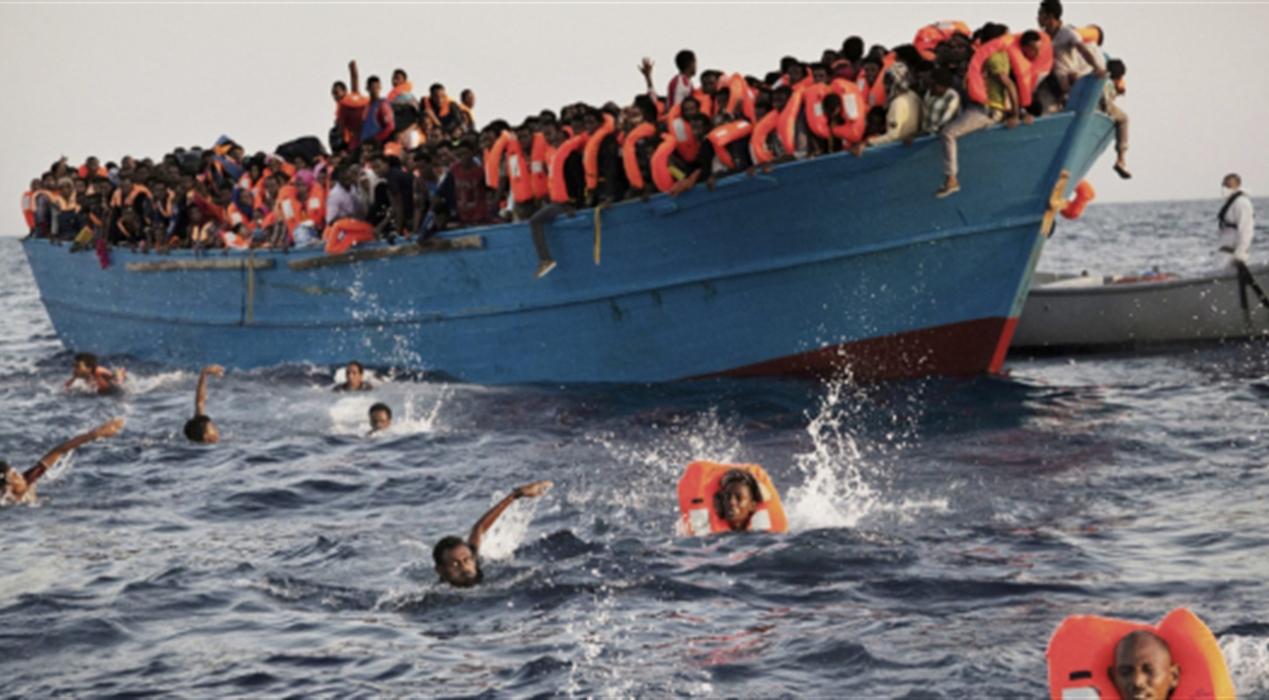 """Migranti scatta l'allarme: """"Barca capovolta a largo della Libia"""". Si teme nuova strage a mare"""