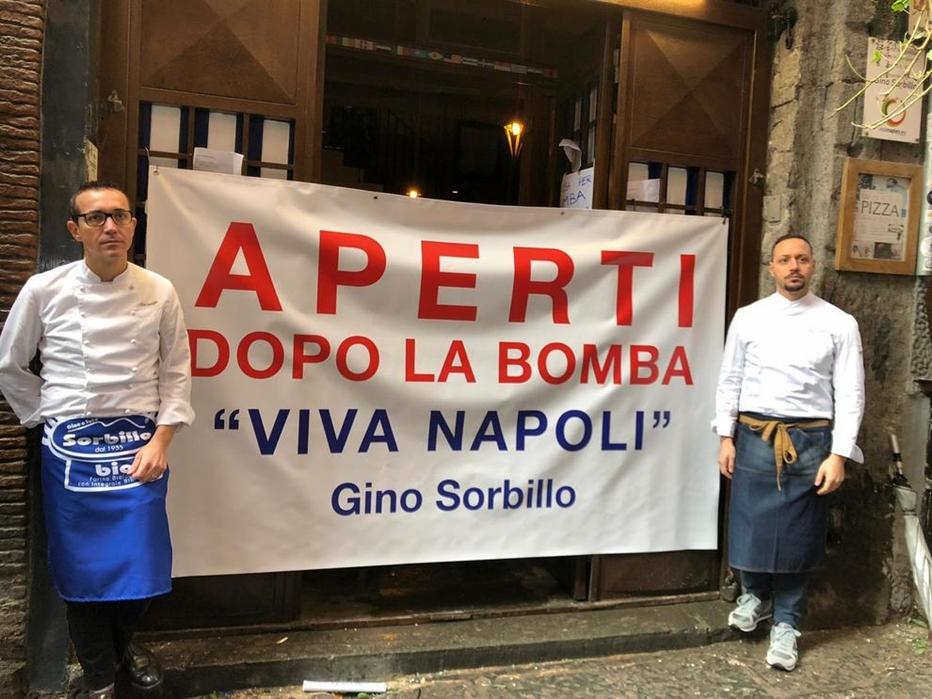 Gino Sorbillo, lascia Napoli. Il pizzaiolo offeso dalle critiche piovute per la faccenda della bomba ha deciso di gettare la spugna