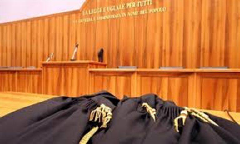 Duro colpo alla camorra: arresto un giudice e 4 colletti bianchi