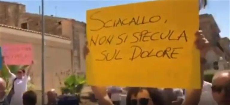 """""""Salvini sei uno sciacallo"""" dura contestazione contro il capo della Lega"""