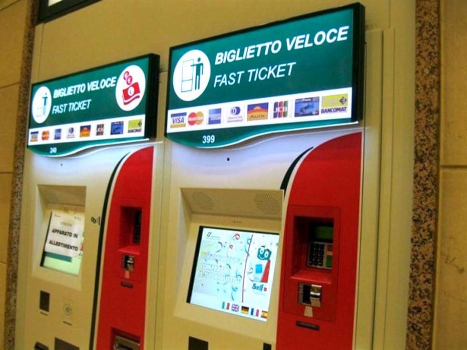 Clonavano le carte di credito con microcamere piazzate nelle biglietterie automatiche