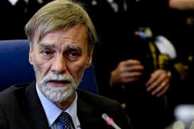 Delrio, ora il grande tessitore del nuovo governo M5S-Pd. Solo 12 mesi fa fu accusato dai grillini di non aver vigilato sul Ponte Morandi