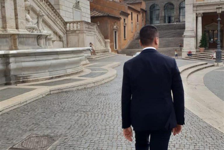 """Appello dei big del M5S: """"Di Maio non rompa l'alleanza"""""""