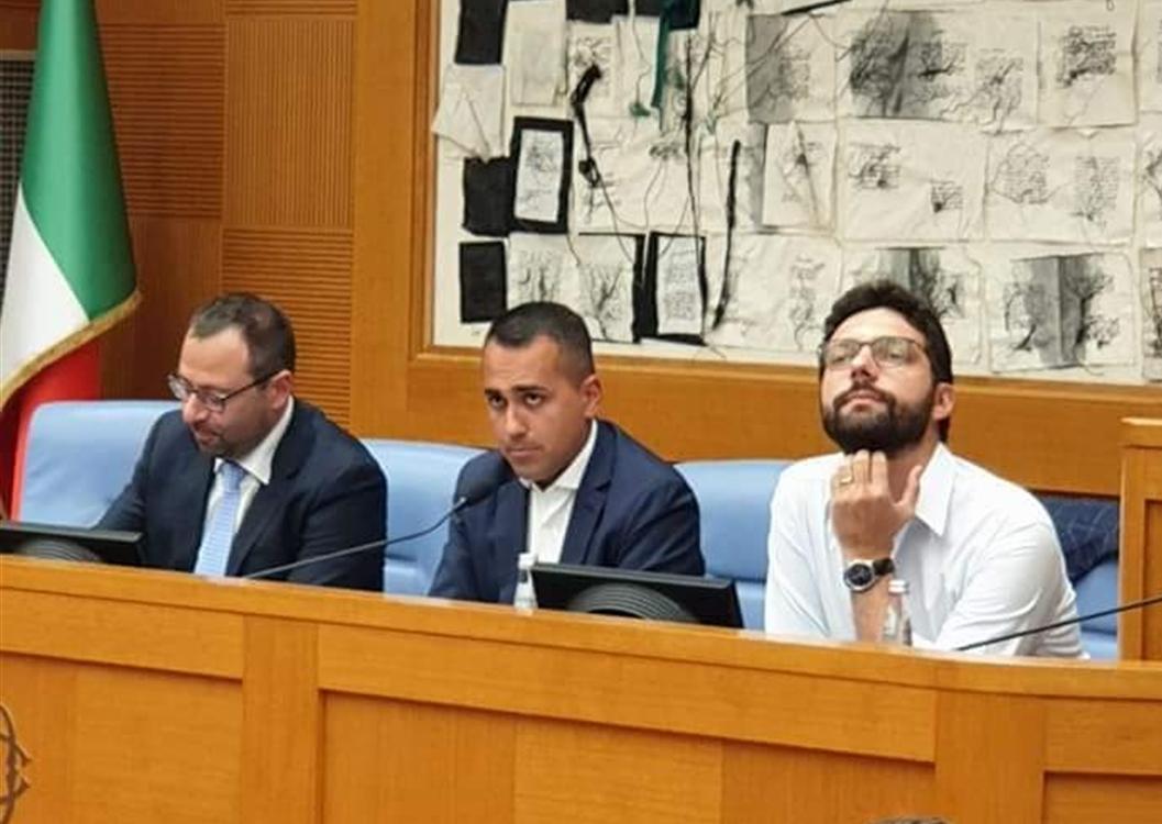"""Crisi di governo, summit dei parlamentari del M5S. La linea è quella di Beppe Grillo: """"Salvini è  inaffidabile"""". Di Maio: """"Lega risolva problema interno"""""""