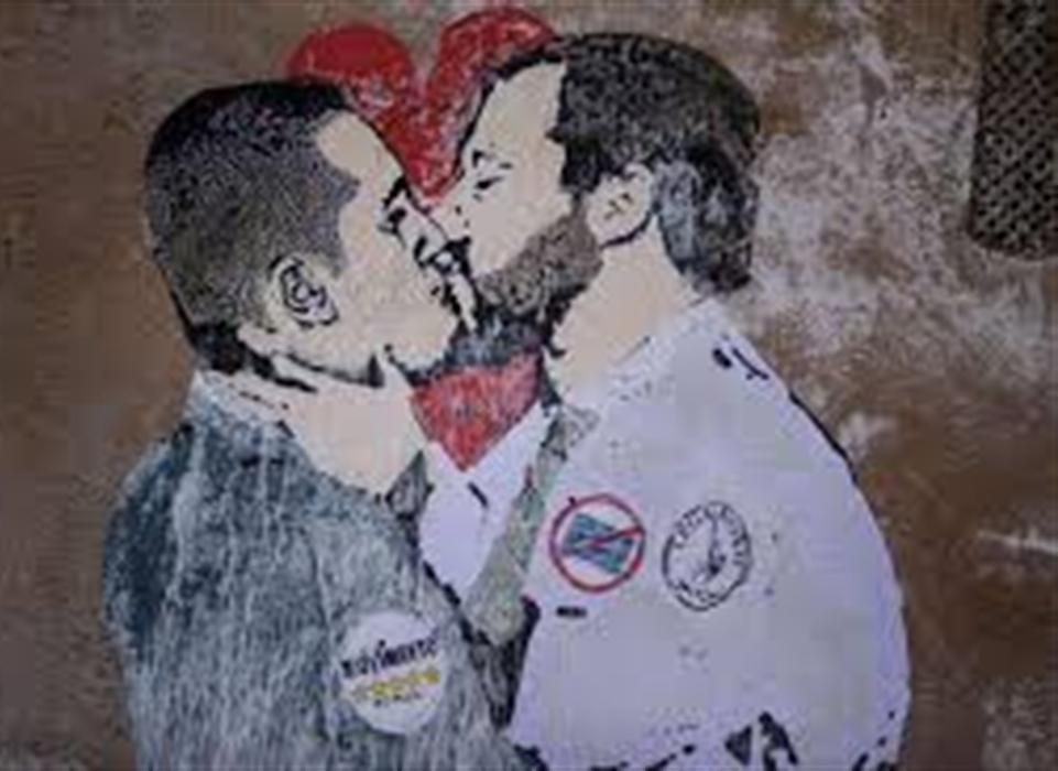 La crisi di governo finisce in farsa. Salvini-Di Maio litigano come due fidanzatini