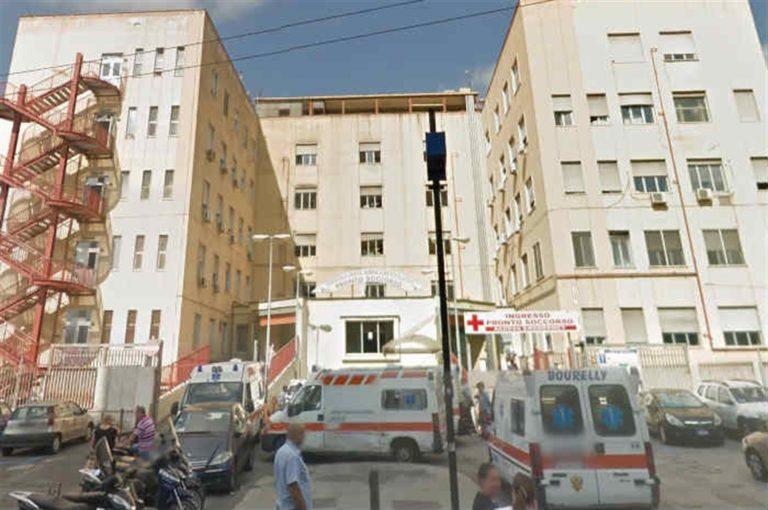 """Aggredito e minacciato medico all'ospedale Loreto Mare. I sindacati : """"Si aspetta che ci scappa il morto?"""""""
