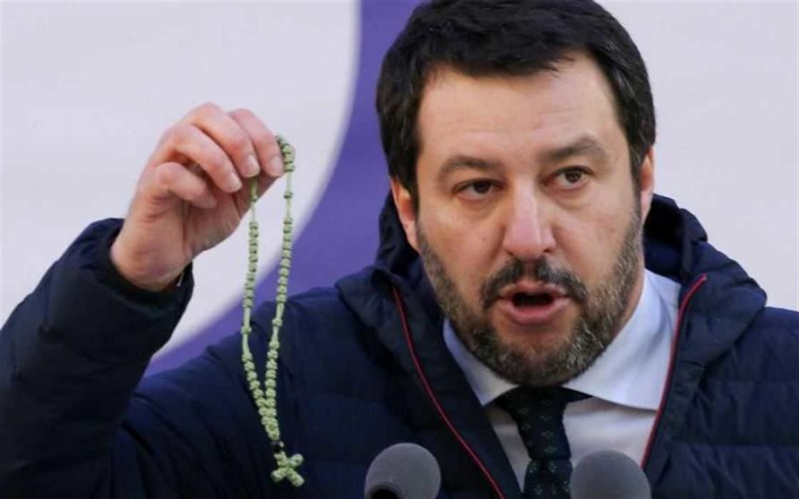 """Salvini come San Gennaro ha fatto il miracolo: """"M5S, alzati e cammina"""""""