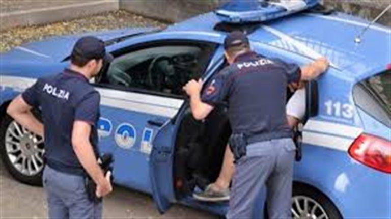 """È Natale, è Pasqua occorre mettersi in regola"": Blitz antiracket, tre arresti"
