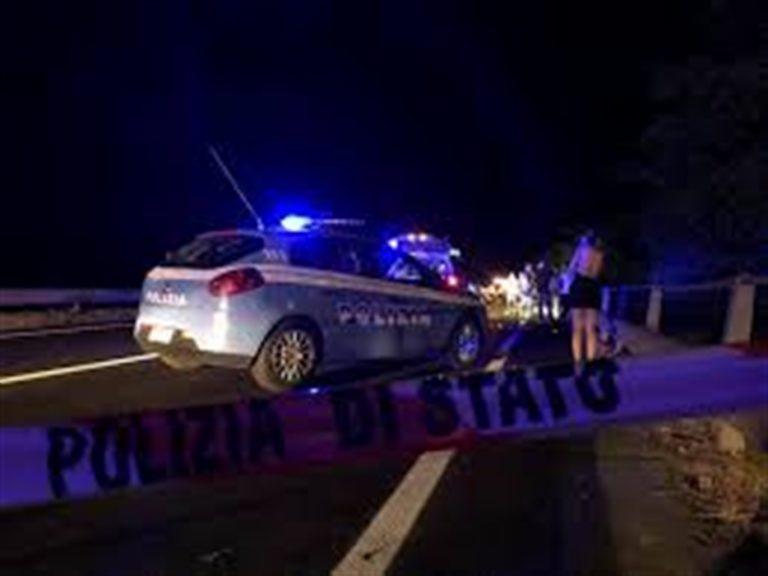 Tir invade cantiere sulla A14, investiti e uccisi due operai