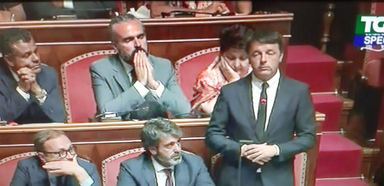 """La Crisi/4. Renzi contro tutti: """"Esperienza populista finita. Il Paese rischia la recessione. Serviamo le istituzioni contro i disastri del vostro governo sciagurato"""""""