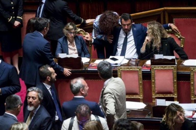 """Matteo Salvini 'avvisa': """"Tenete il telefono acceso perché ci sarà da difendere l'Italia"""""""