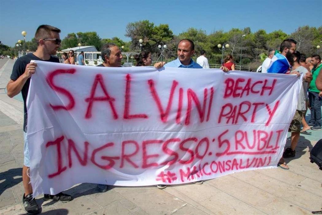"""Salvini a Policoro: """"Non temo nulla"""""""