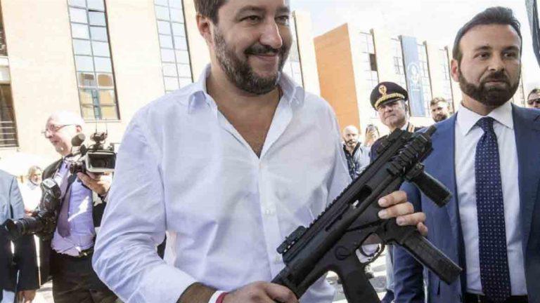 """Violenze su detenuti, Salvini: """"Solidarietà ad agenti arrestati"""""""