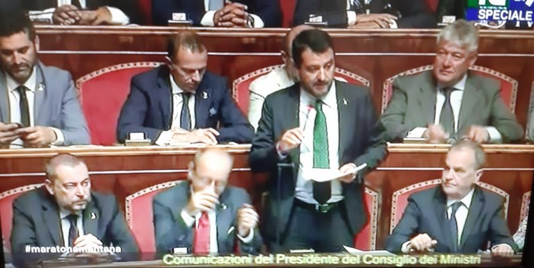 """La Crisi/3. Salvini scatenato : """"Siamo gli unici fascisti e dittatori che vogliono il voto del popolo italiano"""""""