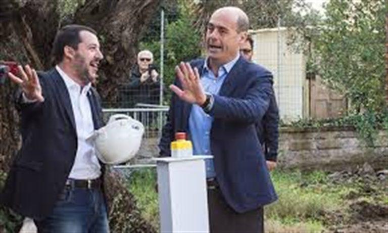 La Lega straripa, Salvini balla con la cubista l'Inno di Mameli e il Pd è diviso anche nella raccolta firme anti ministro dell'Interno