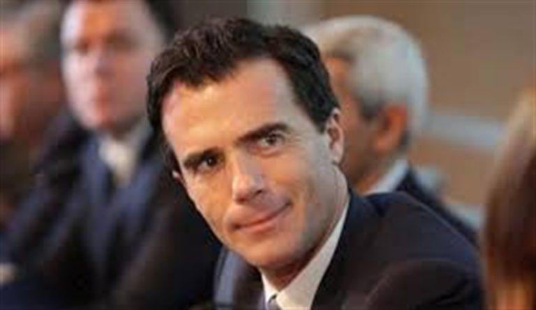 """Scoppia il caso di Sandro Gozi, nominato consigliere del governo francese. Di Maio : """"Valutare se togliere la cittadinanza"""""""