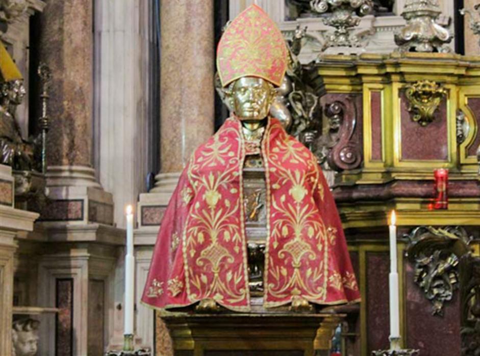 Miracolo a Napoli, San Gennaro salva due anziane signore. È corsa al lotto: ecco la cinquina da giocare