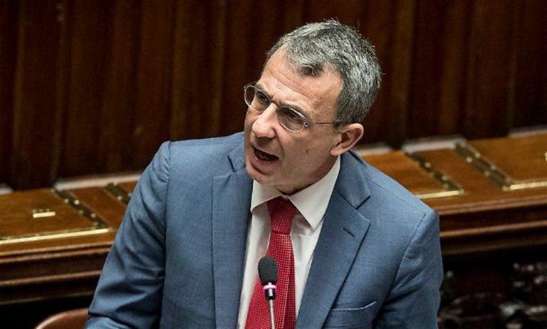 Lo scenario. Vincenzo De Luca cederebbe il posto a Costa alla Regione Campania e tornerebbe a fare lo sceriffo a Salerno