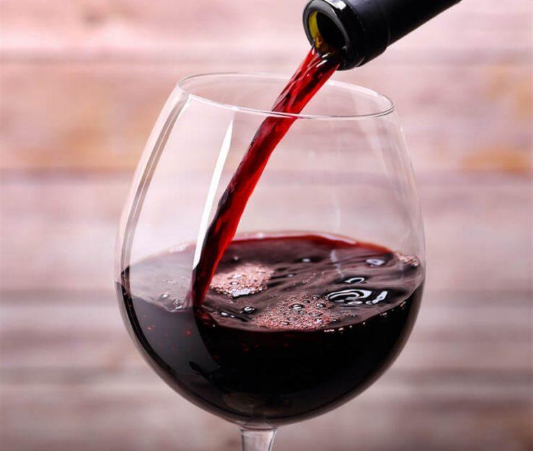 Il vino rosso fa dimagrire