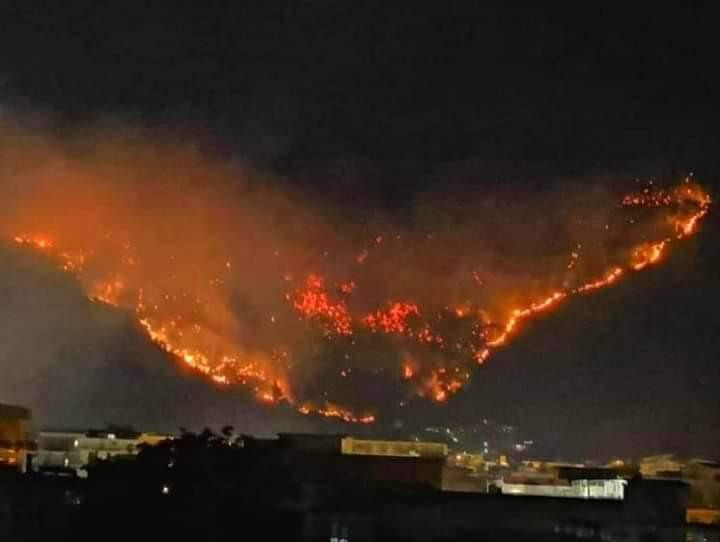 Sarno in fiamme: c'è la mano dei piromani?