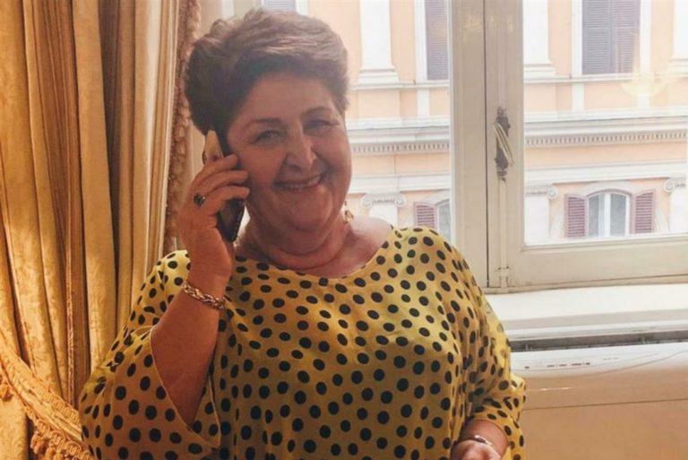 Il ministro Bellanova zittisce i suoi detrattori e lancia l'hashtag  #vestocomevoglio