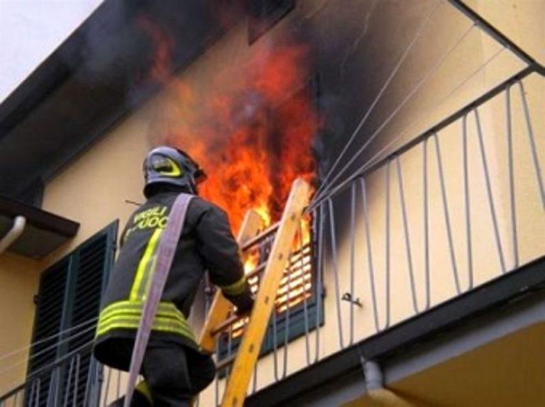 Tragedia a Posillipo, pipa provoca l'incendio: muore aziano disabile