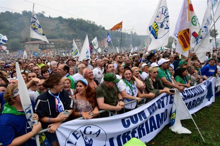 Comizio a Pontida di Salvini attesa e delusione tra i militanti: sono i soliti slogan