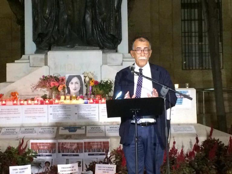 """La denuncia del giornalista Ruotolo alla veglia per Daphne Caruana Galizia: """"A Malta politici corrotti fanno il bello e cattivo tempo"""""""