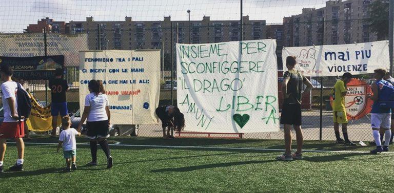"""Rosario Esposito La Rossa: """"A Scampia ci si ammala più di cancro che di bronchite"""". Compare uno striscione a lui dedicato: """"Insieme per sconfiggere il drago"""""""