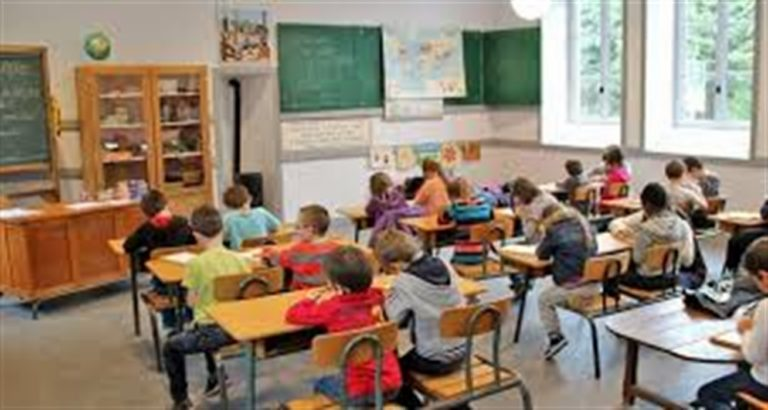 Classi di terza elementare fanno ritorno a scuola