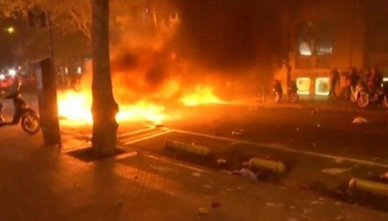 Barcellona, esplode la rabbia. Polizia carica i dimostranti
